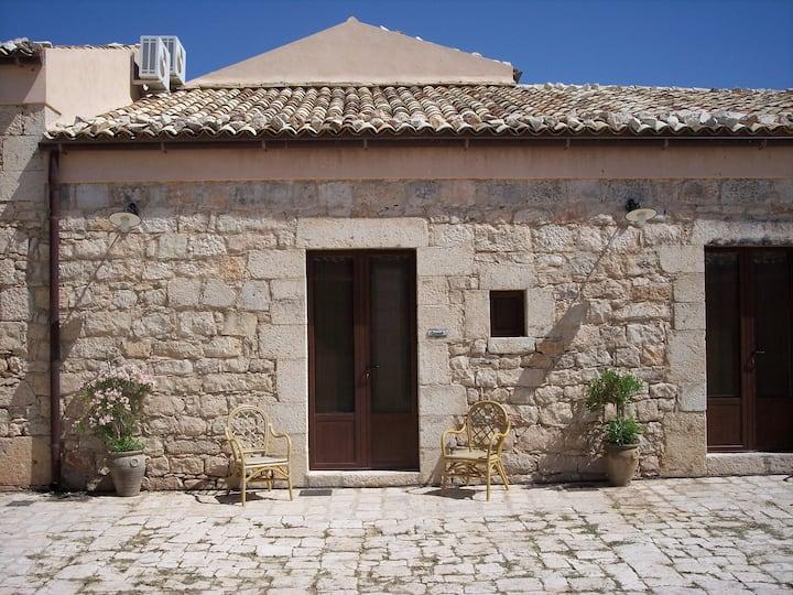 House Carrubo - Farmholydays Case di Cutalia