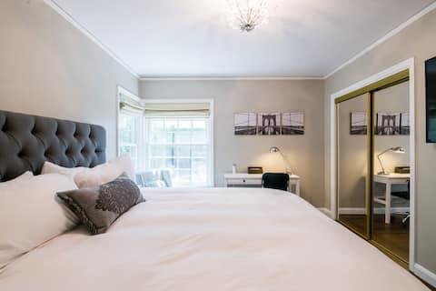 Cozy King Bed | Spa Shower | WiFi | SmartTVs