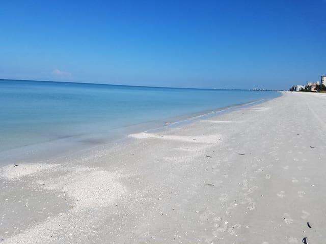 Mermaid's Beach Cottage Vacation Rental