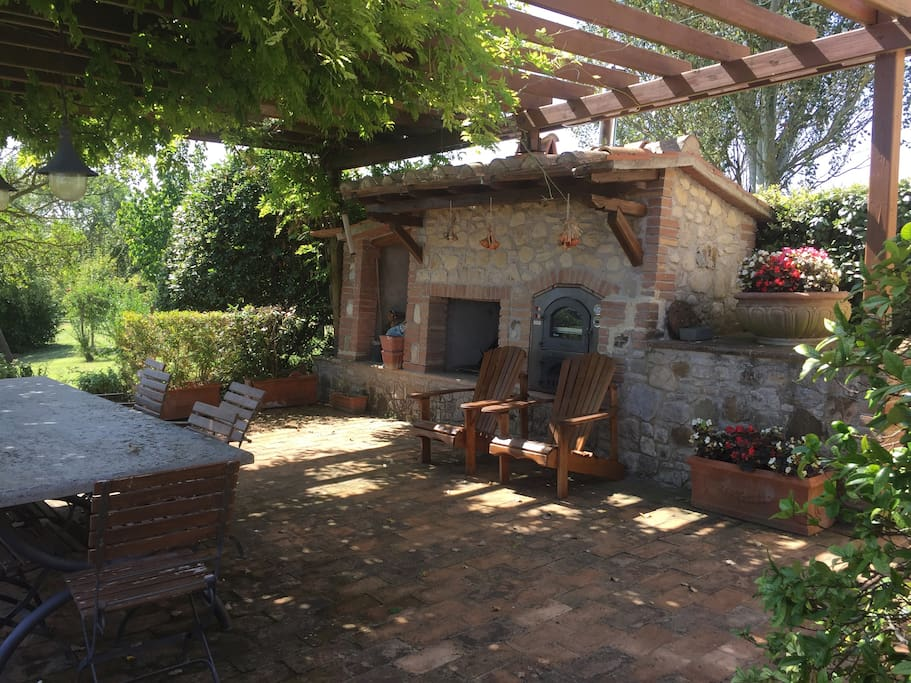 Alfresco dining with oven and grill and dining space