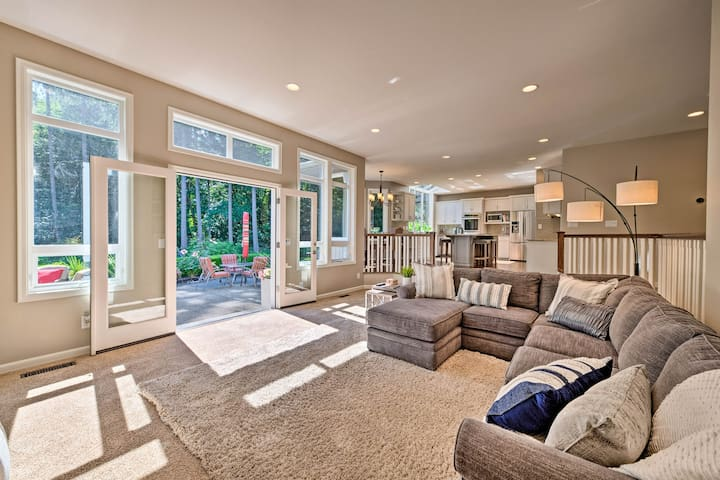 This home serves as an ideal base for your Puget Sound adventures.