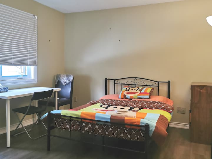 Nice 2nd Fl Bedroom, 6min to UTSC, 30min to DT&YYZ