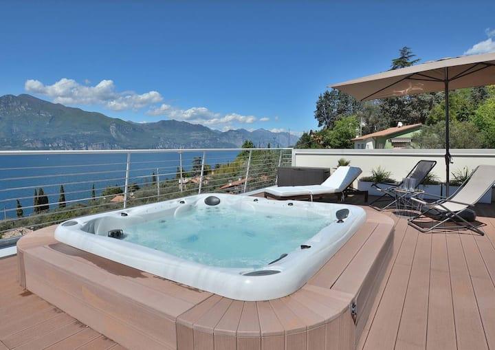 Residenz Bellavista mit Seeblick, Jacuzzi und Pool