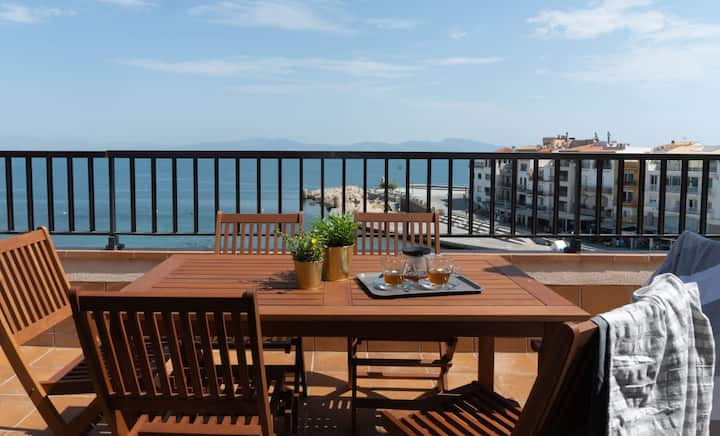 Penthouse on the seafront in La Escala