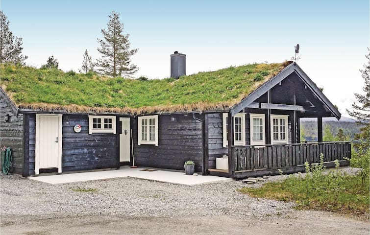 Holiday cottage with 3 bedrooms on 105 m² in Stryn