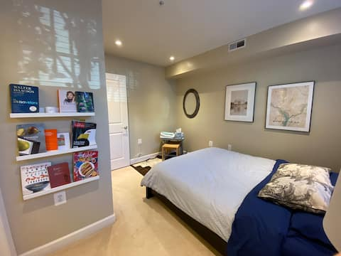 Quiet & Private Bed and Bath in Central DC Home