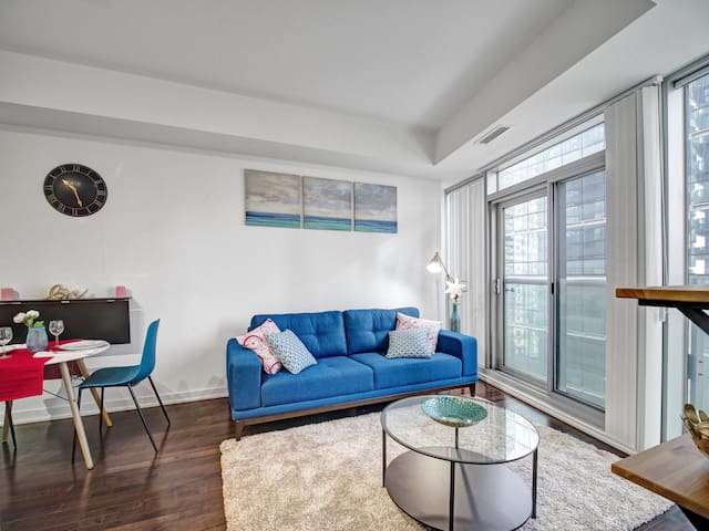 Luxury Condo near Scotiabank Arena with City Views