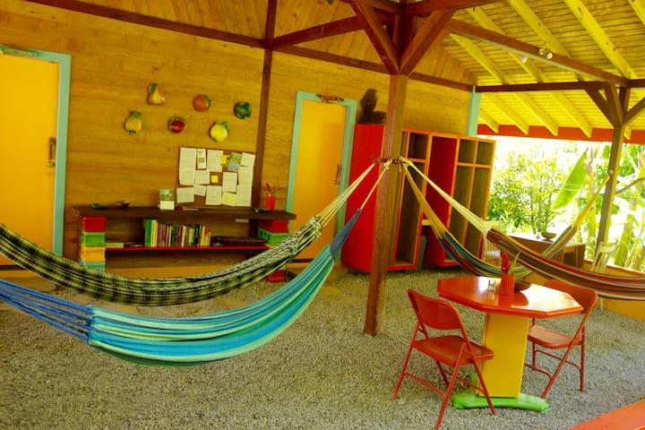 Papaya Cabin - Beyond Vitality Nature Camp - Castle Bruce - Cabaña en la naturaleza