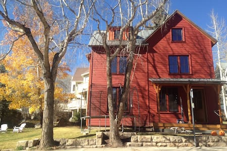 Brand-new green family home in heart of Telluride - Telluride - Huis
