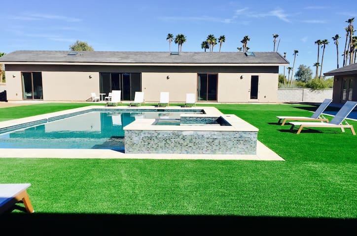 Modern PoolSpa side Guest house 2bd/2ba