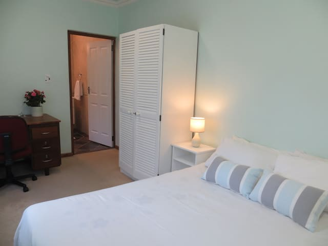 Durbanville Stay, convenient, comfortable living. - Kaapstad - Appartement