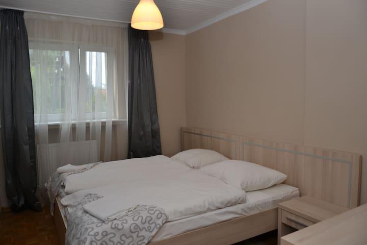 Wspanialy pokoj z lazienka 39 m2 - Zielona Góra - Huis