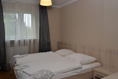 Wspanialy pokoj z lazienka 39 m2 - Zielona Góra - Дом
