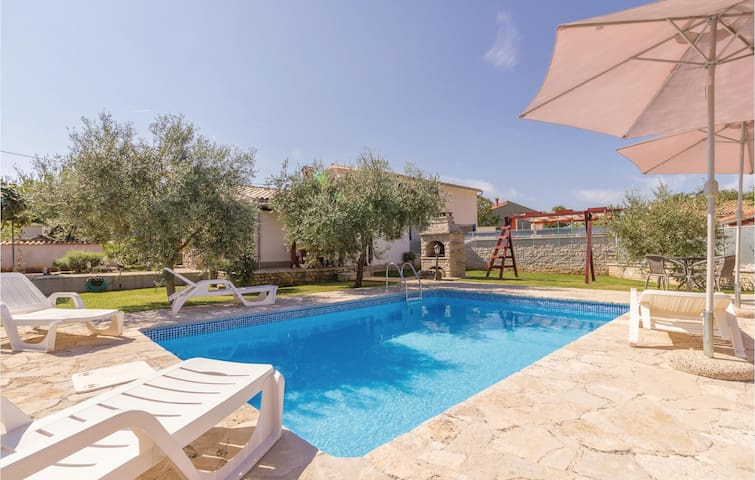 Semi-Detached with 2 bedrooms on 50 m² in Rebici