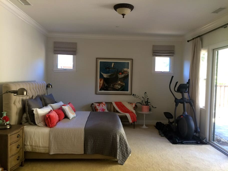 After a day in San Francisco or in the wine country, retreat into this luxurious master bedroom, featuring comfortable king size bed, appointed with high end linens. Lots of beautiful natural light. Garden view. Blackout window coverings for  restful night's sleep.