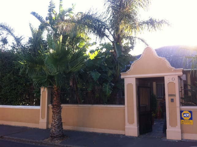 Large Room in Old House - fully renovated - Cape Town - House