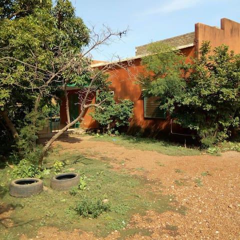 Maison centre ville de Ouaga à côté du FESPACO