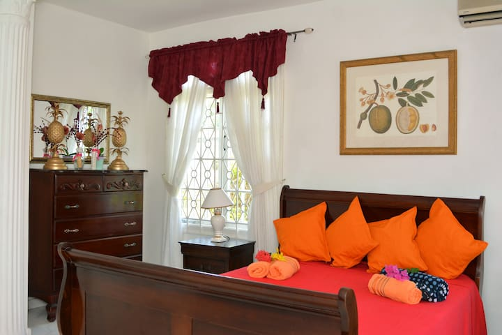 MONTEGO BAY JAMAICA NO 1 VACATION  RENTAL VILLA
