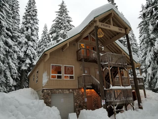 Snoqualmie Pass - 2 bed suite starting at $109/nt