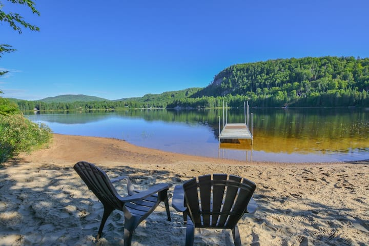 Beautiful chalet, private beach, 8 min from slopes