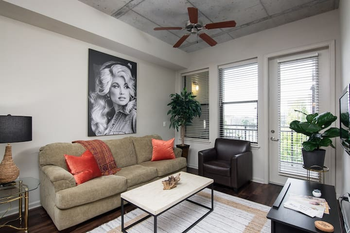 ★#1 Midtown Apt! Vandy/Gulch/DT w/ POOL★