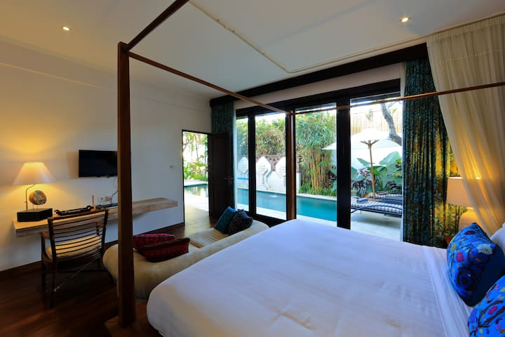 Master Bedroom next to swimming Pool