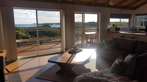 Sunsets on Martyrs Beach House Ocean Views & Wifi