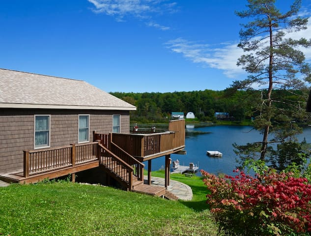 Helderberg Cottage: Peaceful Lakefront w/ Hot-tub