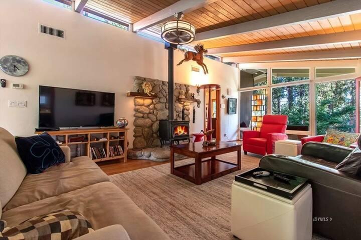 Redhawk Cove: 3 Bedroom, Pet Friendly, A/C!