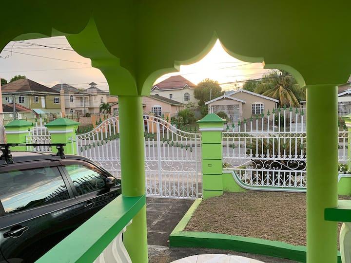 PureGreen Bogue Villa, Montego Bay, AC, Free Wi-Fi