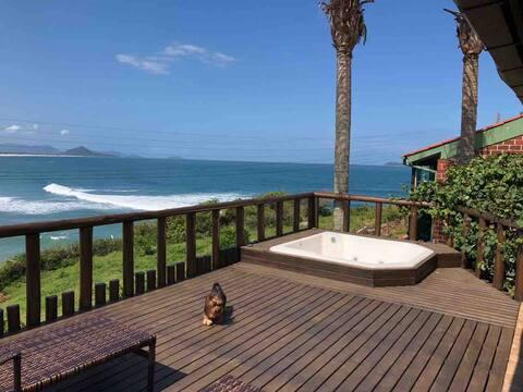 Linda casa no Costão da Gamboa, à 50m do mar