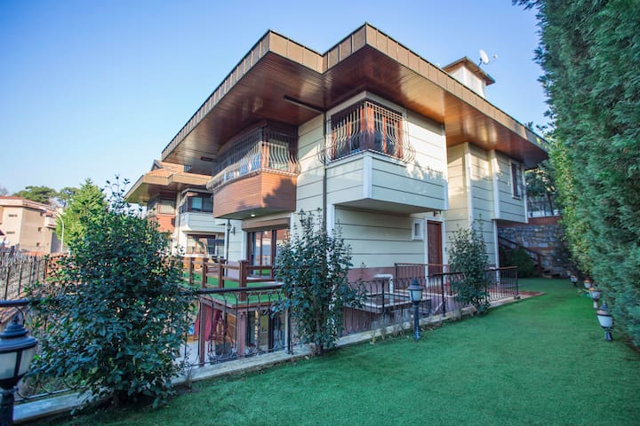 Villa in Istanbul with Elevator and Swimming Pool