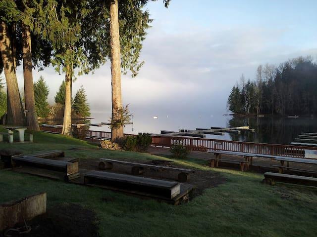 "Lake Mayfield Resort & Marina ""302"""
