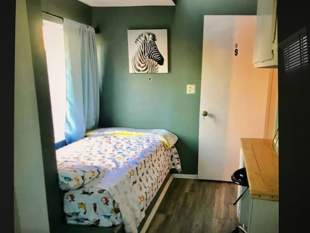 Private room/ Twin Beds 9...