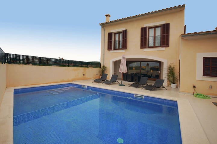 Nice and modern semi-detached with private pool, situated in a quiet area
