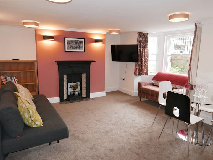 Elegant, self contained flat-10 mins walk to city