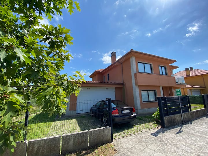 Casa individual en urbanización tranquila, Ferrol
