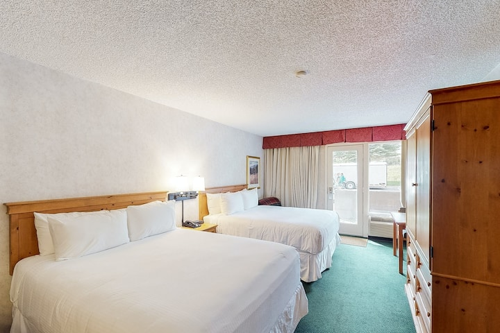 Ski-in/out mountain hotel room w/ valley views, WiFi & shared hot tub/pool/gym!