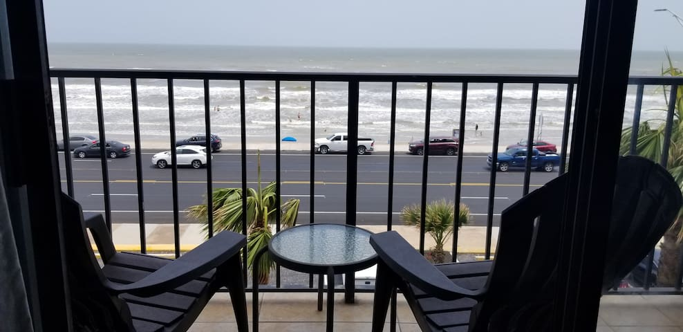 Ocean/ Beach View 4th floor Condo with Pvt Balcony