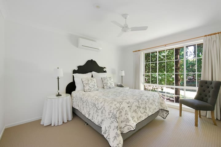 Bedroom 1 - queen size bed, air con, and ensuite