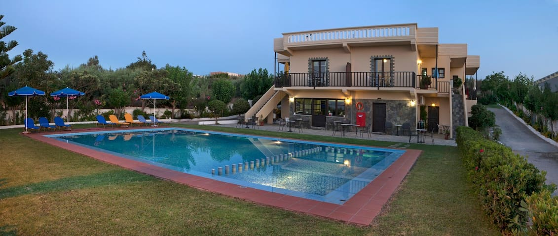 STUDIOS KYDONIA FOR 3 GUESTS - Chania - Leilighet
