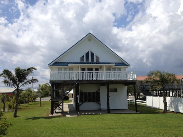 Clause is located in the middle of Grand Isle Beachfront with a Beach View