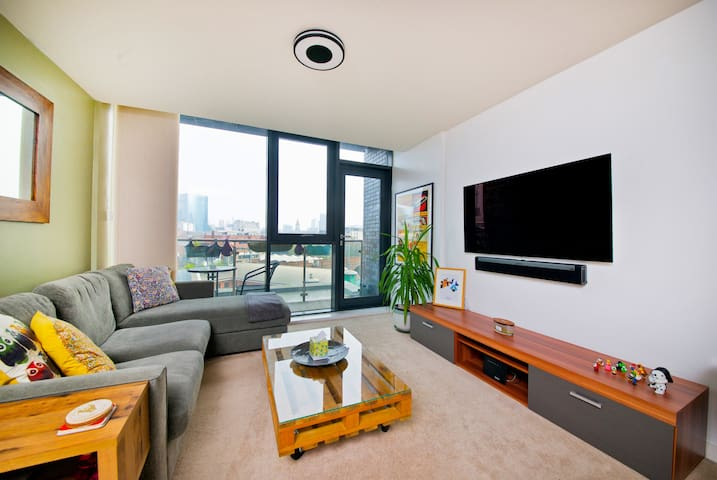 Central water-side apartment. Free Parking & Wi-Fi