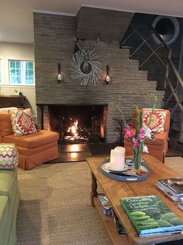 Enjoy the easy and comfort of the gas fireplace in the main living room...simply a click on and off!