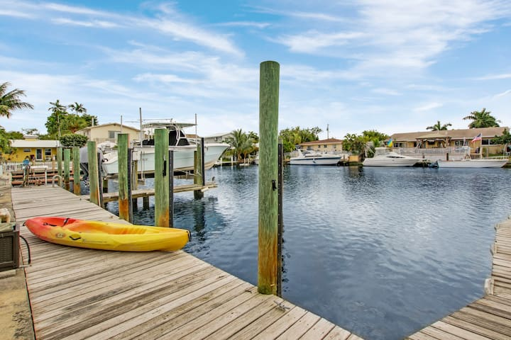 🏝WATERFRONT PARADISE☀️ 1 MILE TO BEACH! + KAYAK🚣‍♀️