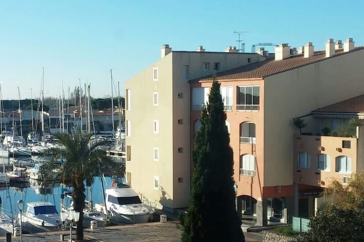 Cap d'Agde: T3 neuf centre port au calme