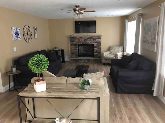 Mt Poconos!!Spacious 4BR Time to come & just RELAX