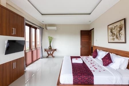 Loka Room in Spacious Villa with Tropical Pool.