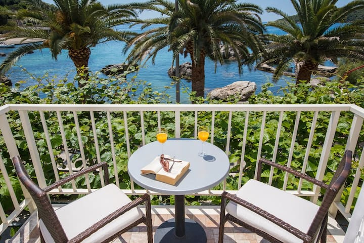 One Bedroom Apartment with Balcony and Sea View - (A4)