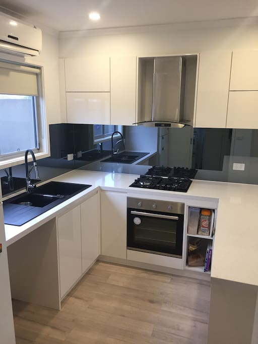 New kitchen with high spec finishes & electrical appliances